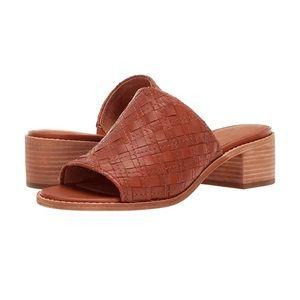 NWOT Frye Cindy Woven Mule Sandals in Cognac